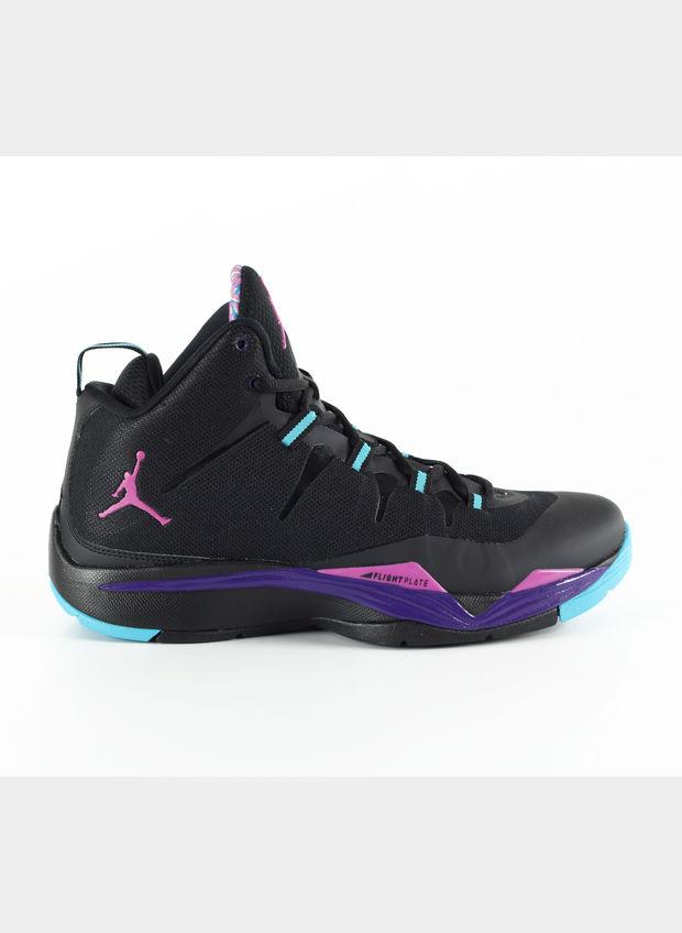 Scarpe Nike preparate e personalizzate per Jordan Lukaku CharityStars